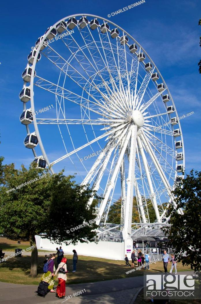 Stock Photo: Europe, UK, england, berkshire, windsor ferris wheel.