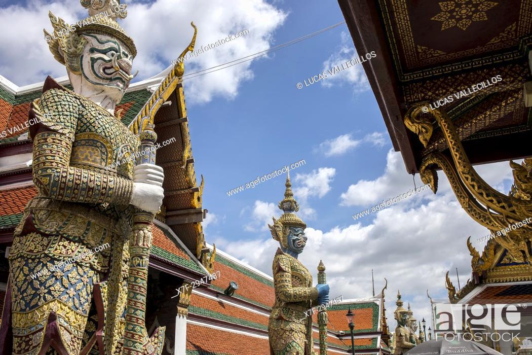 Imagen: Demon Guardians statues, Emerald Buddha Wat Phra Kaeo temple, Grand Palace, Bangkok, Thailand.