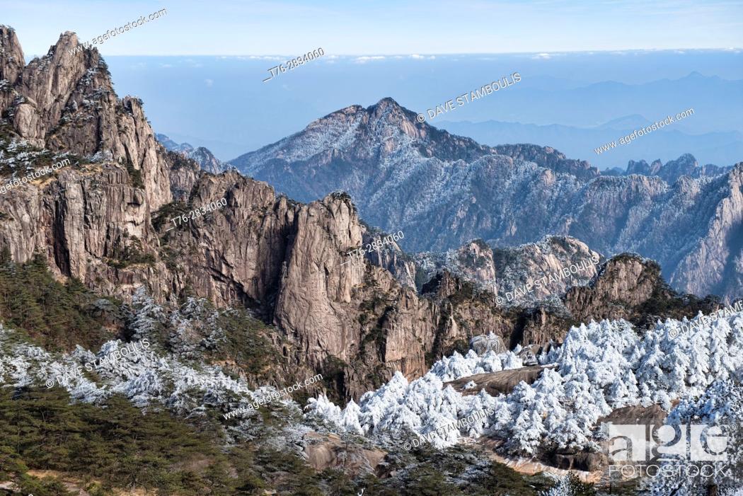 Stock Photo: Winter wonderland, scenery in Huangshan National Park, Anhui, China.