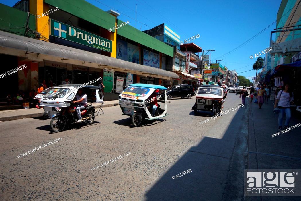 Imagen: 3 TRIKES ON VALENCIA STREET; PUERTO PRINCESA, PALAWAN, PHILIPPINES, ASIA; 22/04/2015.
