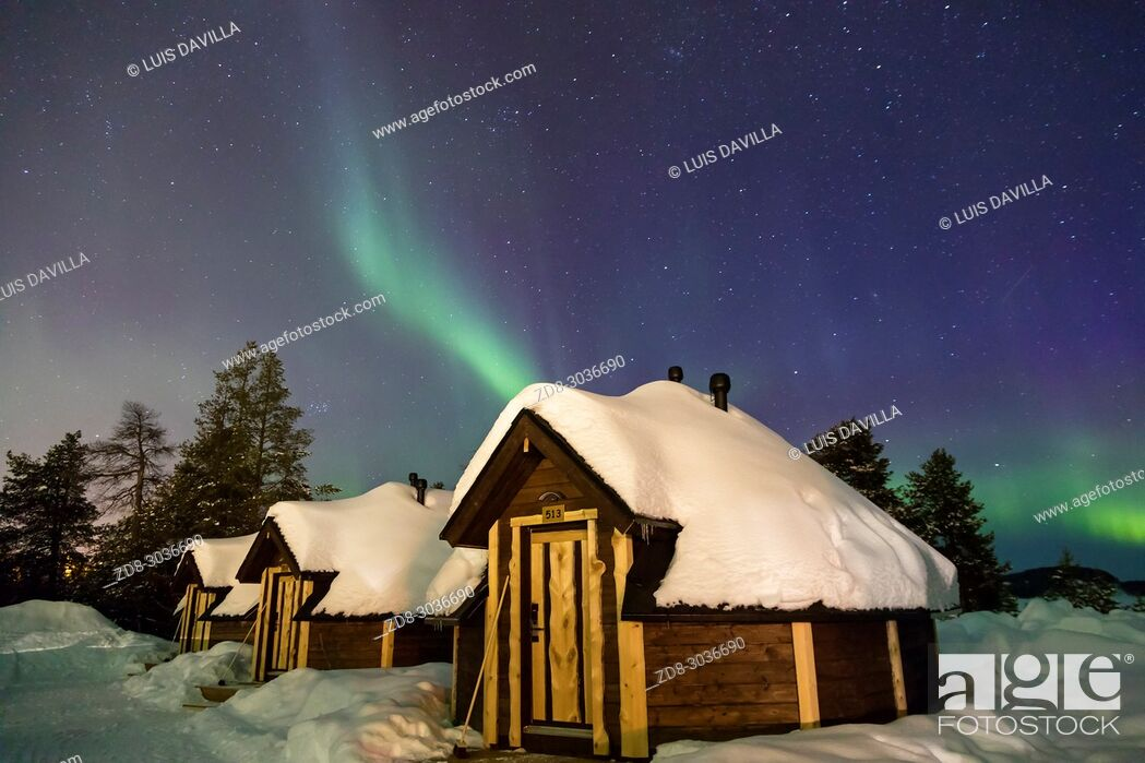 Photo de stock: Northern lights in the Wilderness hotel. Finland.