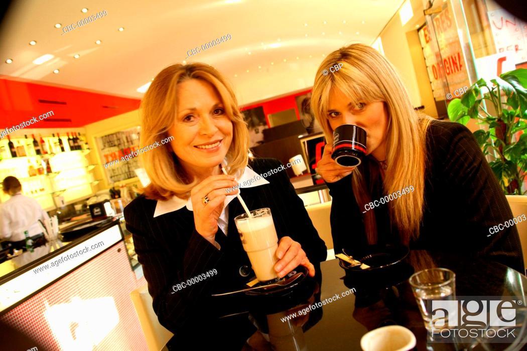 Imagen: Two Blond Women Sitting in a Cafe.