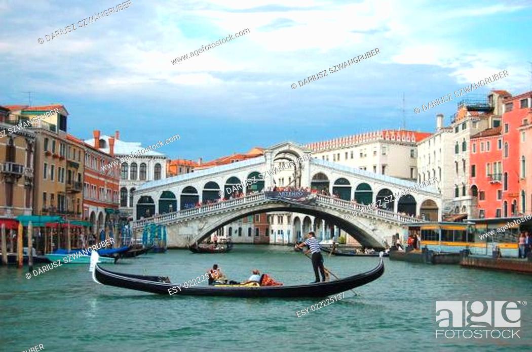 Imagen: Gondolas in venice, italy.