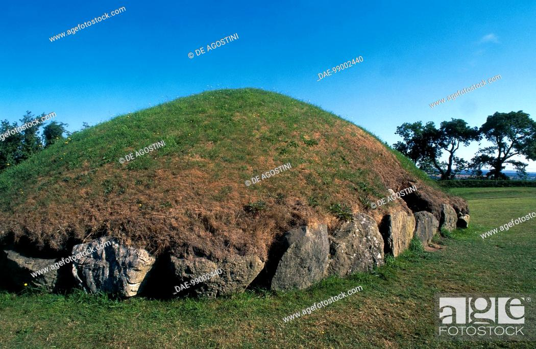 Stock Photo: Megalithic passage tombs at Knowth (Unesco World Heritage List, 1993), County Louth, Ireland. ca 2500-2000 BC.