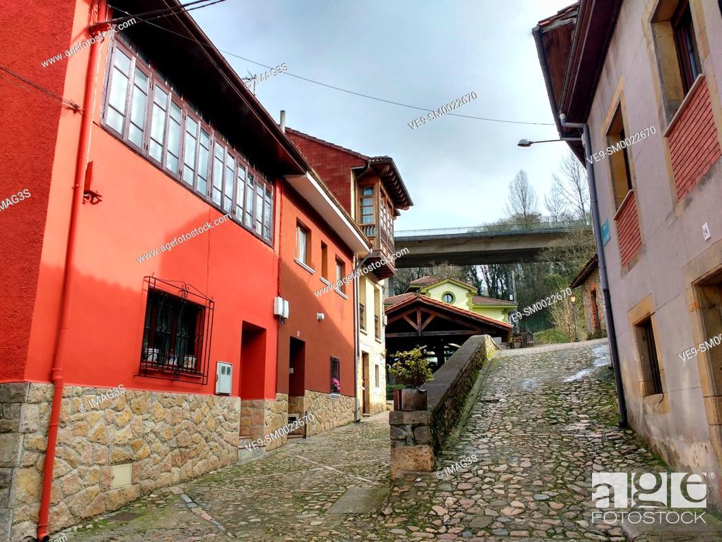 Imagen: Los Caños street, Infiesto, Piloña municipality, Asturias, Spain.