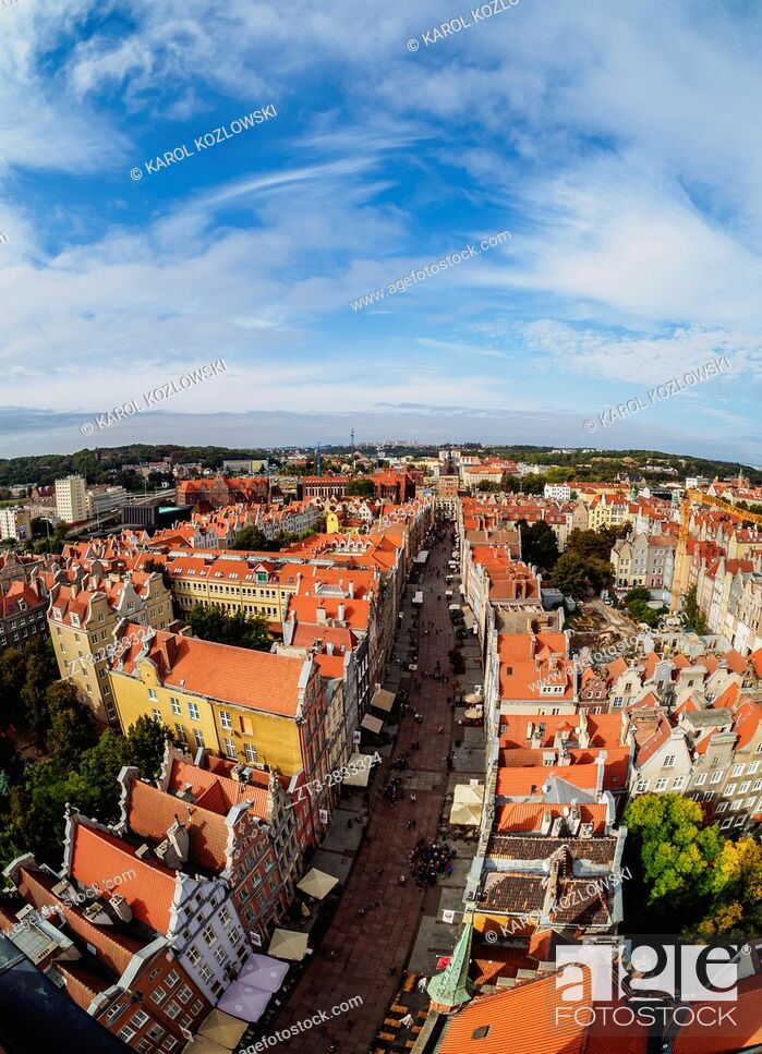 Imagen: Poland, Pomeranian Voivodeship, Gdansk, Old Town, Elevated view of the Long Street.