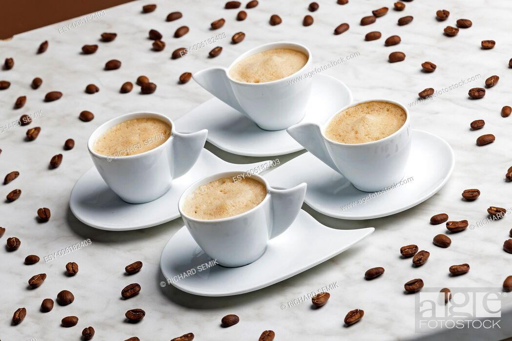 Imagen: four cups of coffee with milk.