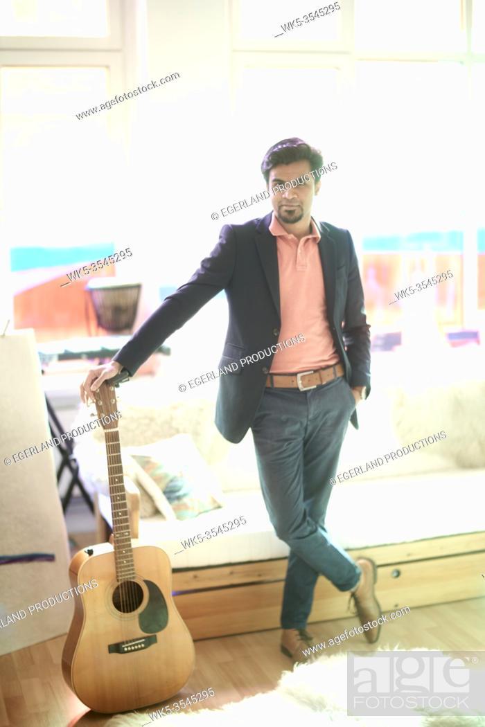 Photo de stock: Indian man with guitar.