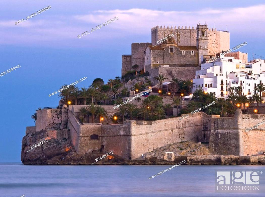 Stock Photo: Sunset in the Mediterranean Sea and the Castillo del Papa Luna at the top of the town of Peniscola - Baix Maestrat - Castellon - Valencia.