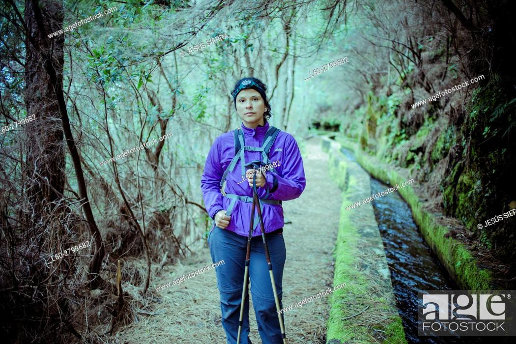 Imagen: Girl hiker in La Palma, Canary Islands, Spain.