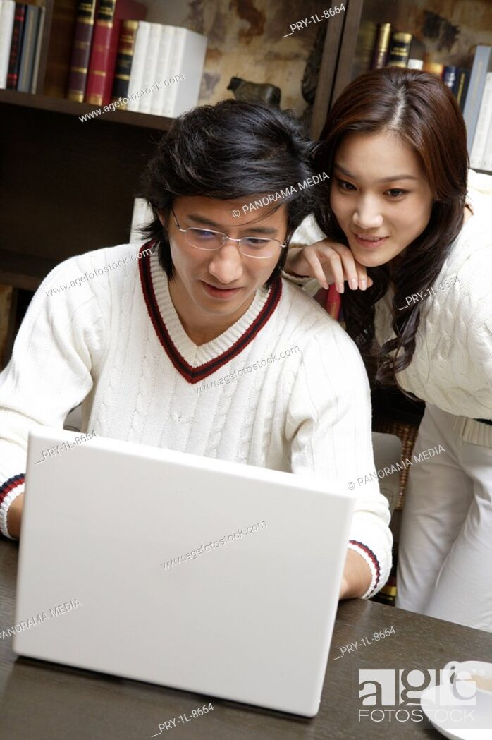 Imagen: Young couple playing with laptop.
