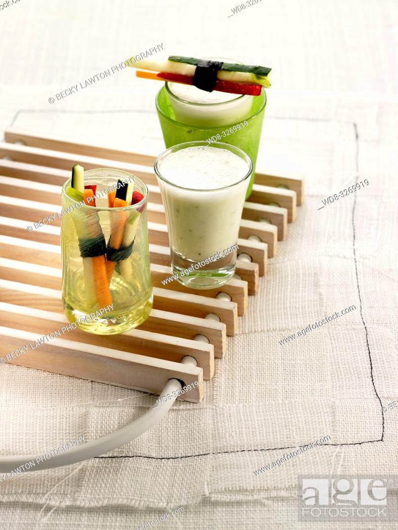 Stock Photo: lassi de pepino y albahaca con atadillos de hortalizas.