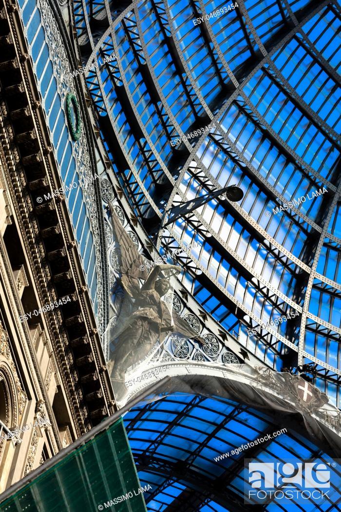 Imagen: The Galleria Umberto I in Naples was built in liberty style in November 19, 1990.