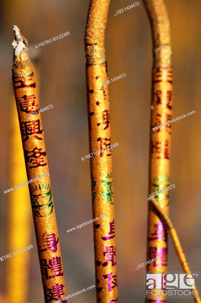 Stock Photo: Guangzhou (China): incense at the Guangxiao Temple.