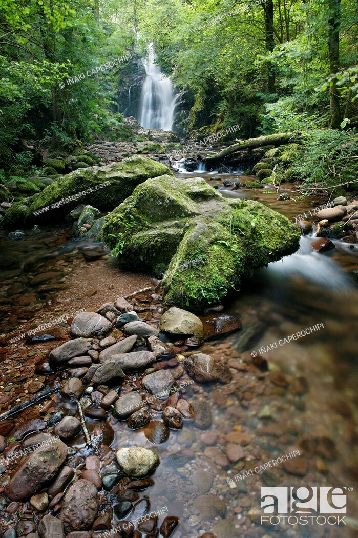 Stock Photo: Xorroxin waterfall, Gorostapalo quarter, Errazu (Erratzu), Navarre, Spain.