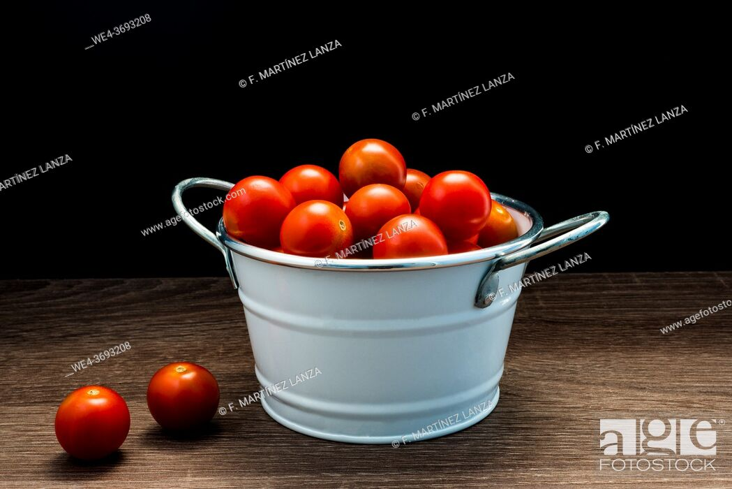 Stock Photo: Cherry tomatoes in a casserole.