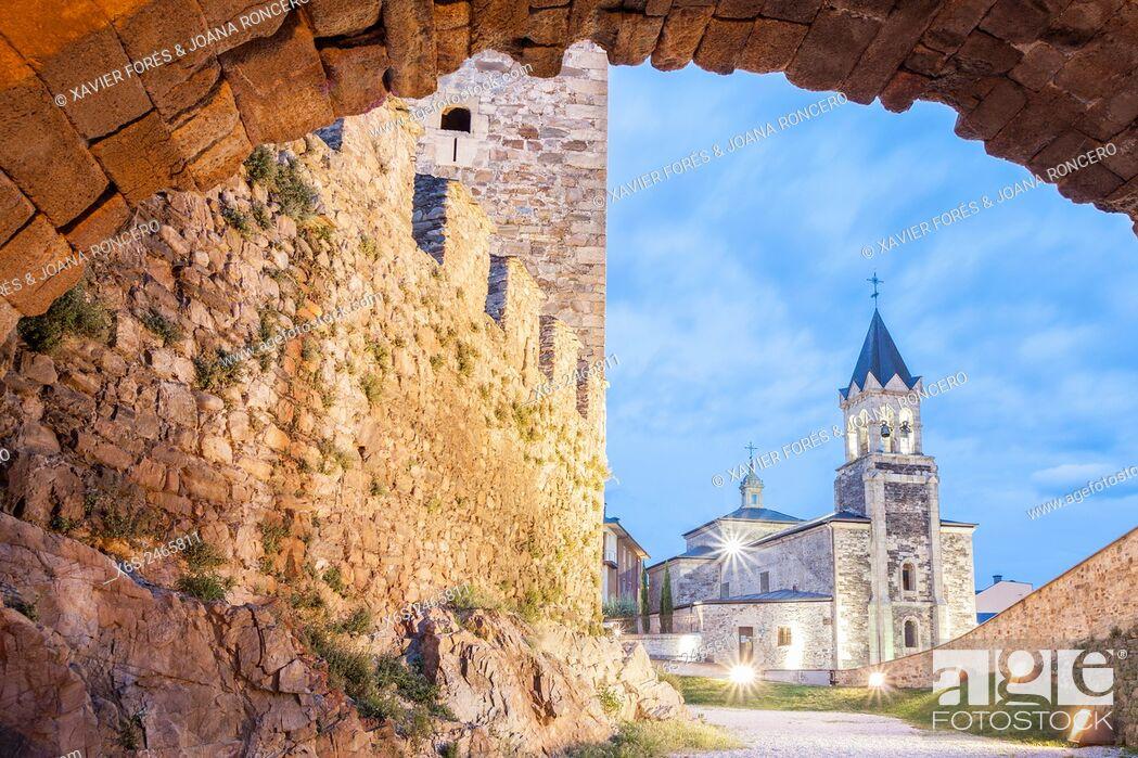 Imagen: View of San Andres church from Los Templarios Castle in Ponferrada, Way of St. James, Leon, Spain.