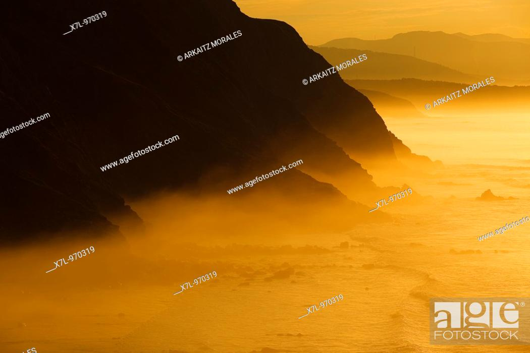Stock Photo: Barrika entre la niebla.
