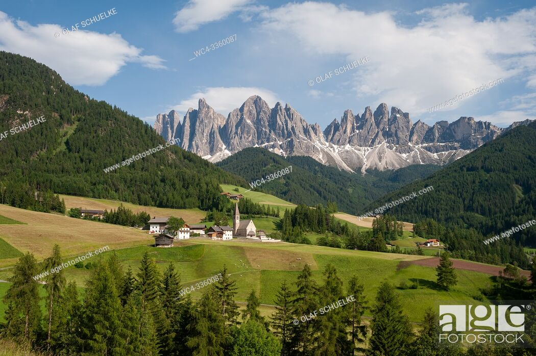 Stock Photo: St. Magdalena, Villnoess, Trentino-Alto, South Tyrol, Italy, Europe - The Nature Park of the Villnoess Valley with Dolomite mountains of the Puez Geisler Group.