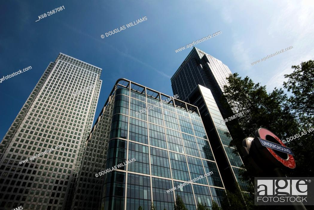 Stock Photo: United Kingdom, England, London, Canary Wharf skyscrapers.