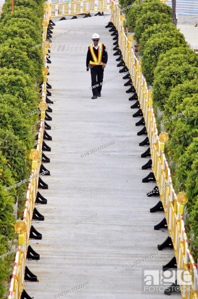 Stock Photo: Hong Kong: guard at the works for the construction of the new pier on Victoria Harbour, in Central.