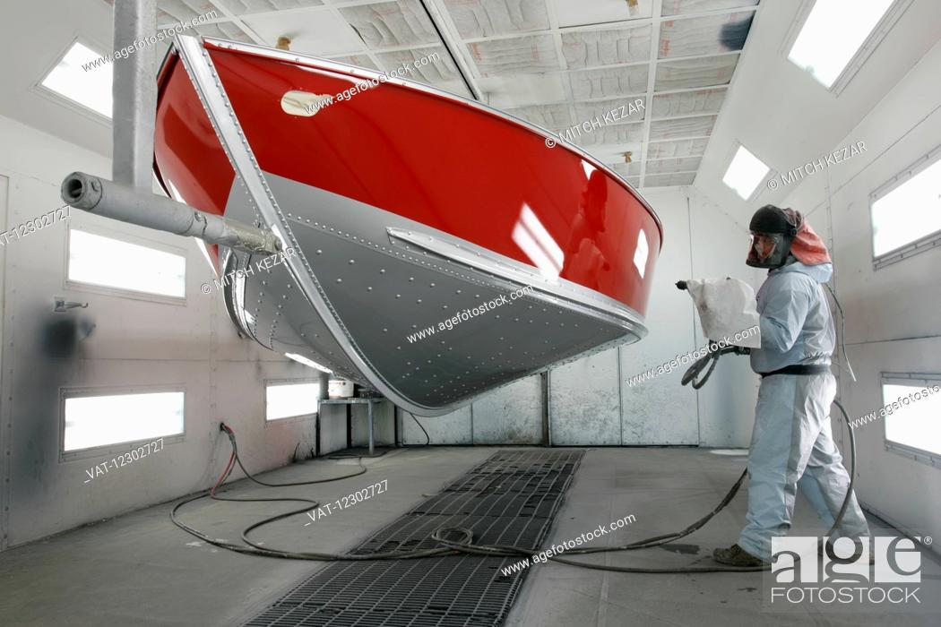 Imagen: Boat Being Painted In Boat Factory.