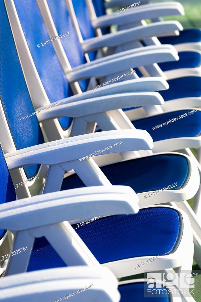 Imagen: Deck chairs on board passenger ship.