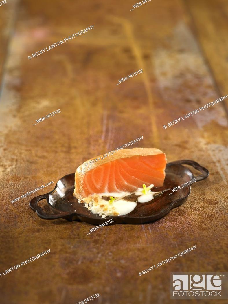 Stock Photo: Lingote de salmón ahumado al aroma de trufa y espárragos / Ingot of smoked salmon with the aroma of truffles and asparagus.