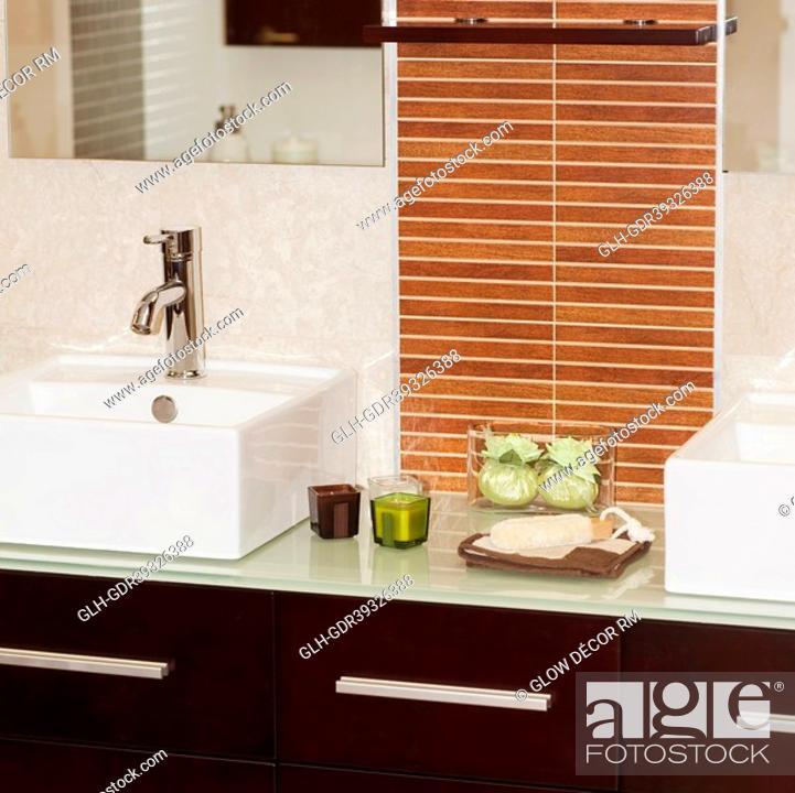 Imagen: Interiors of a bathroom.