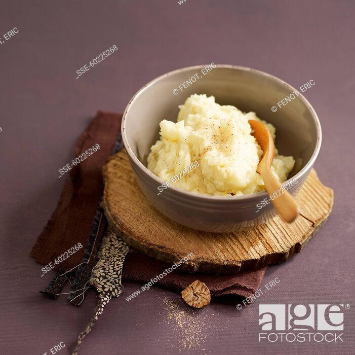 Stock Photo: Traditional nutmeg-flavored potato mash.