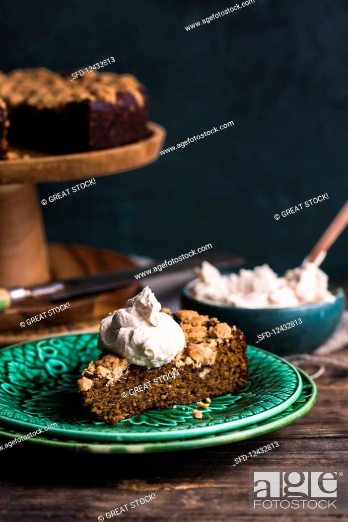 Photo de stock: A slice of freekeh pumpkin cake with coconut and espresso cream (vegan).