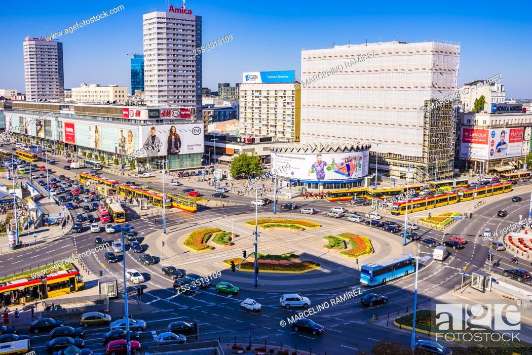 Imagen: large roundabout at the junction of Marszalkowska and Jerozolimskie avenues. Warsaw downtown. Warsaw, Poland, Europe.