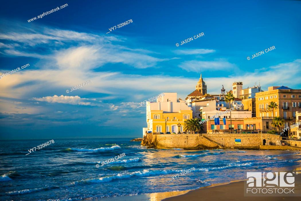 Imagen: Spanish Beach Resort in Barcelona, Spain. Sitges area is known as a beach resort town.