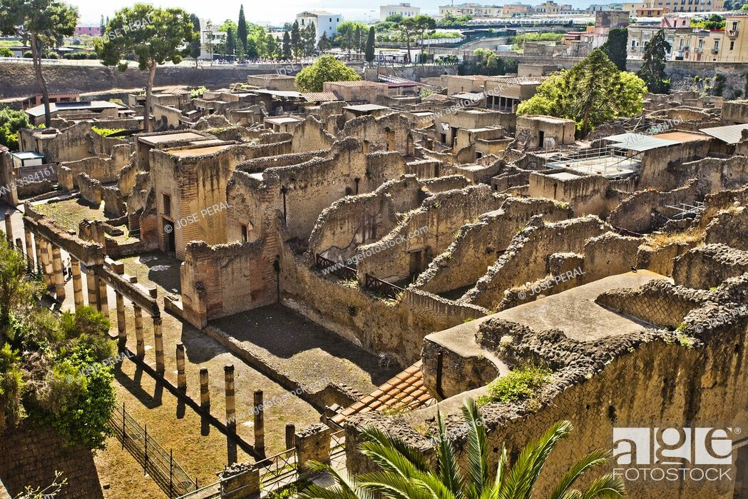 Imagen: Ruins of Herculaneum, which was an ancient Roman town destroyed by volcan Mount Vesuvius, Ercolano, comune of Ercolano, Campania, Italy, Europe.