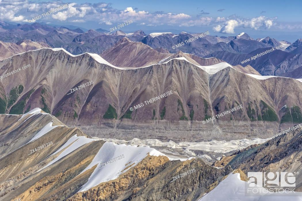 Photo de stock: Aerial view over the Central Tian Shan Mountain range, Border of Kyrgyzstan and China, Kyrgyzstan.