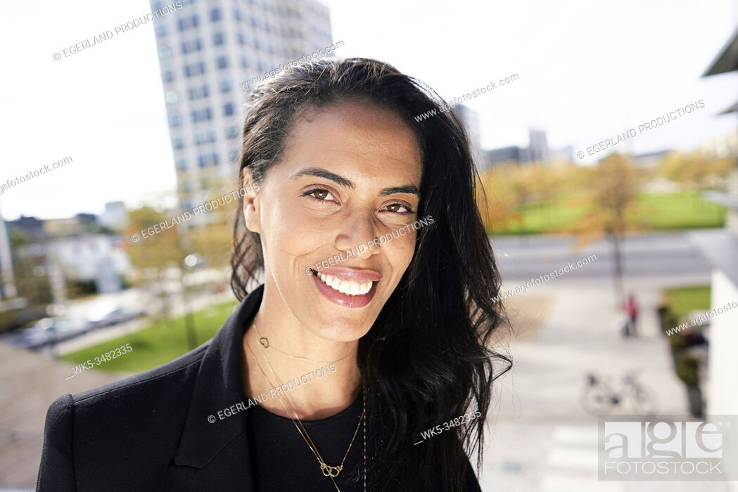 Imagen: Portrait of Brazilian woman, Munich, Germany.