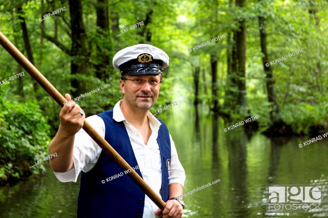 Imagen: Boat tour in Spreewald, Spree, UNESCO biosphere reserve, Luebbenau, Brandenburg, Germany, Europe.