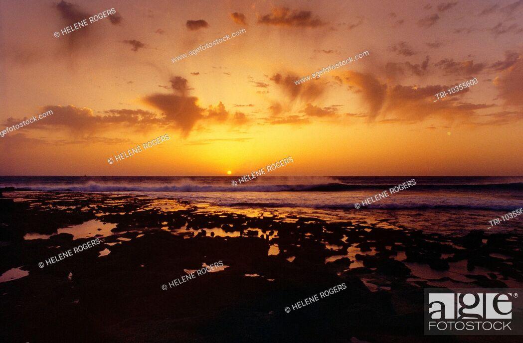 Imagen: Arabian Sands Morocco Sunset Over Sea.