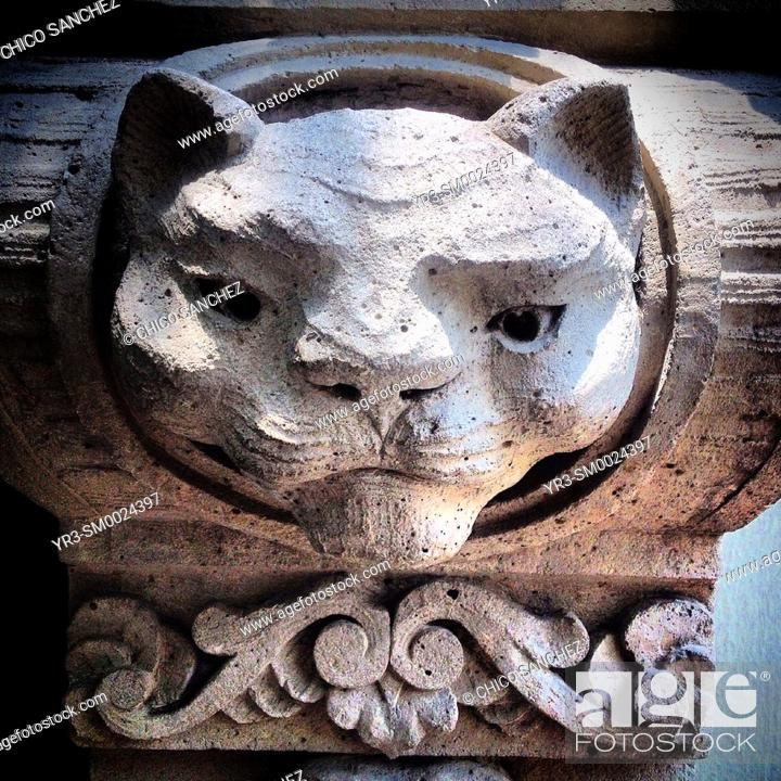Stock Photo: A sculpture of a cat decorates a home in Colonia Roma, Mexico City, Mexico.