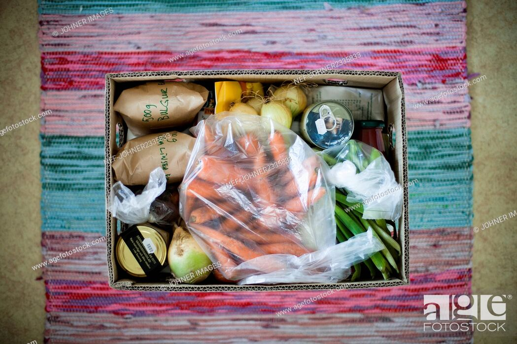 Stock Photo: Healthy shopping in box.
