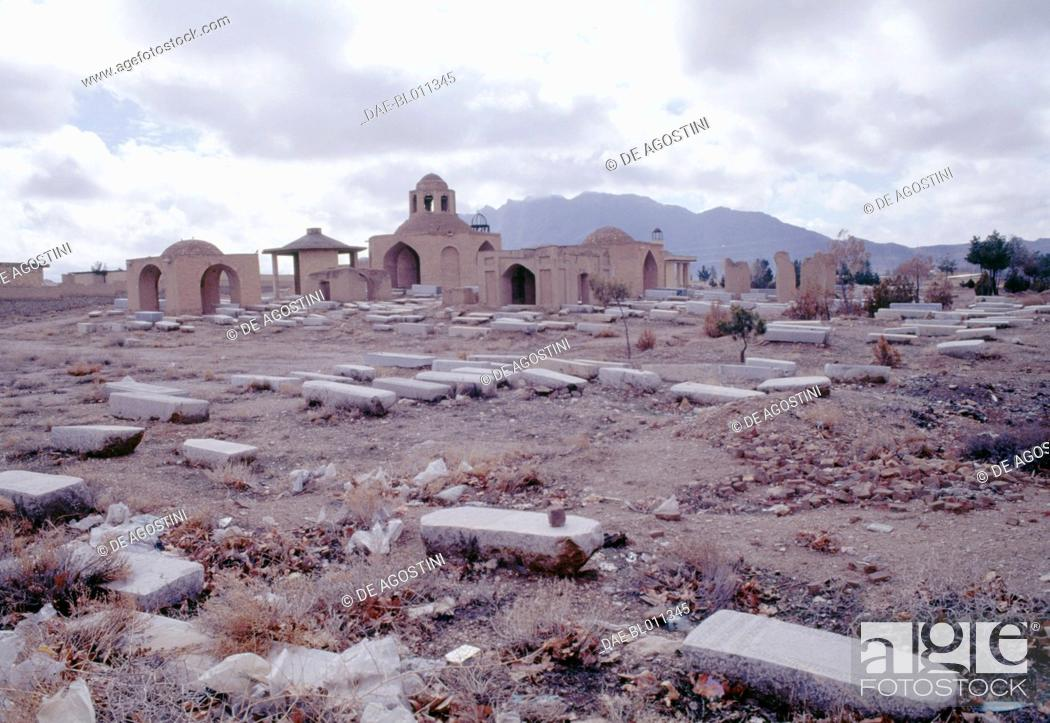 Imagen: The Jewish cemetery in Pir Bakran, Iran.