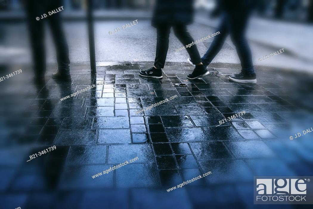 Stock Photo: France, Nouvelle Aquitaine, Gironde, rainy day at Bordeaux.