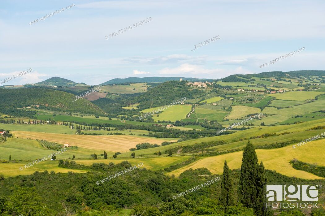 Stock Photo: View of the Val d'Orcia near Pienza in Tuscany, Italy.