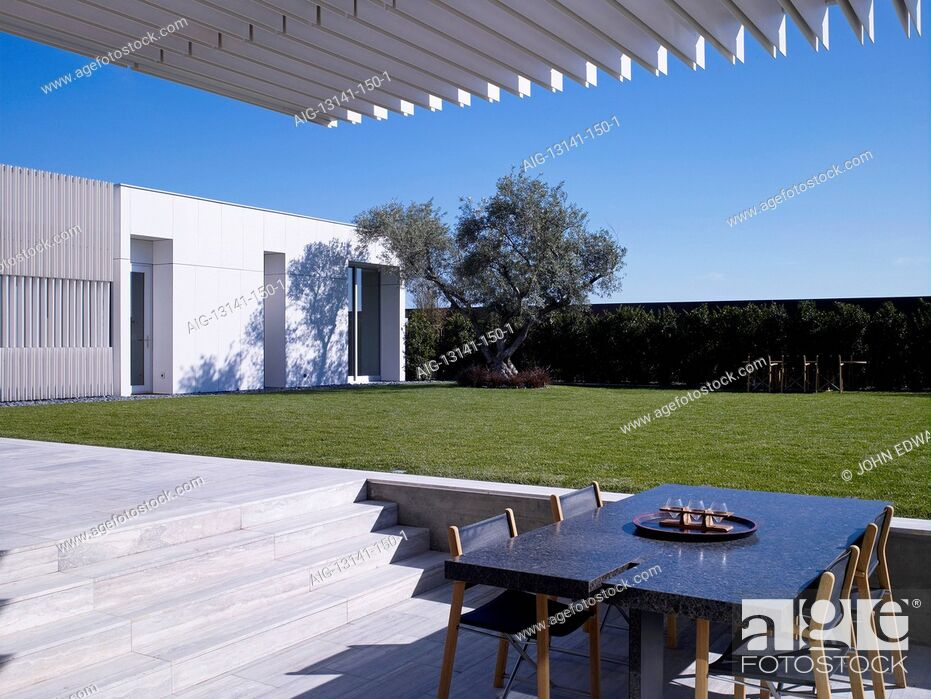 Stock Photo: Modern detached house, West Hollywood, California. Shaded eating area with table and chairs.
