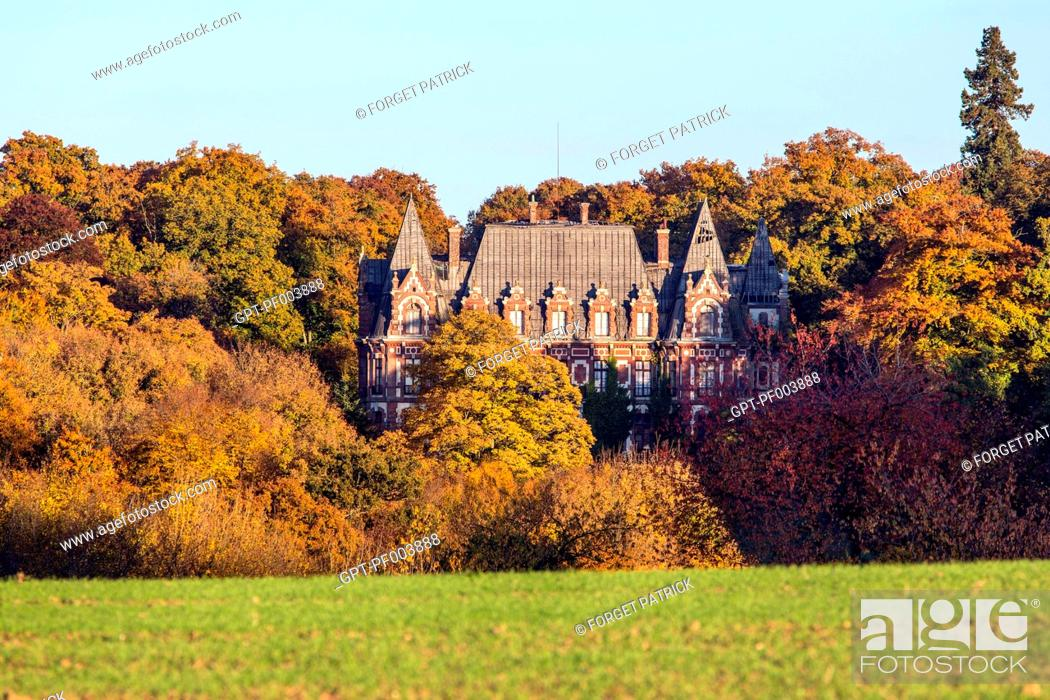 Imagen: THE ABANDONED CHATEAU OF THE HERMIT IN THE COLORS OF THE AUTUMN FOREST, REGION OF RUGLES (27), FRANCE.