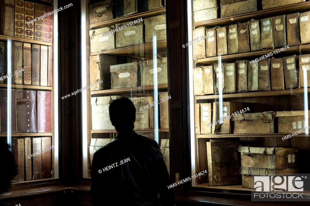 Photo de stock: France, Paris, Le Marais, National Archives during Journees du Patrimoine cultural event.