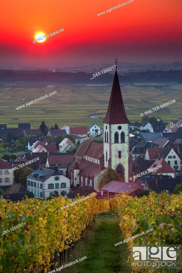 Stock Photo: France, Haut-Rhin, Alsace Region, Alasatian Wine Route, Ammerschwihr, town view, sunrise, autumn.