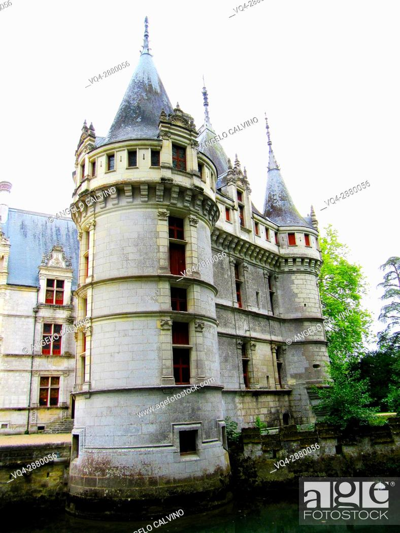 Imagen: Exterior of the Renaissance Château d'Azay-le-Rideau with its River Indre moat, Built between 1518 and 1527, Loire Valley, France. 					.