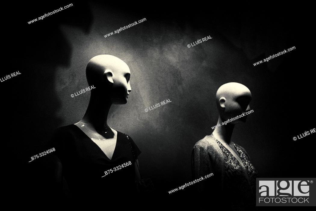 Stock Photo: Two mannequins in a shop window. London, UK, Europe.