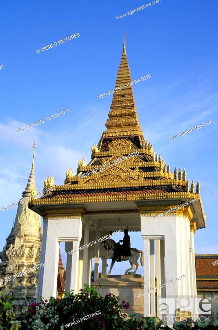 Stock Photo: Thailand Bangkok - Grand Royal Palace Date: 12/12/2007 Ref: WP-B573-108534-0070 COMPULSORY CREDIT: World Pictures/Photoshot.